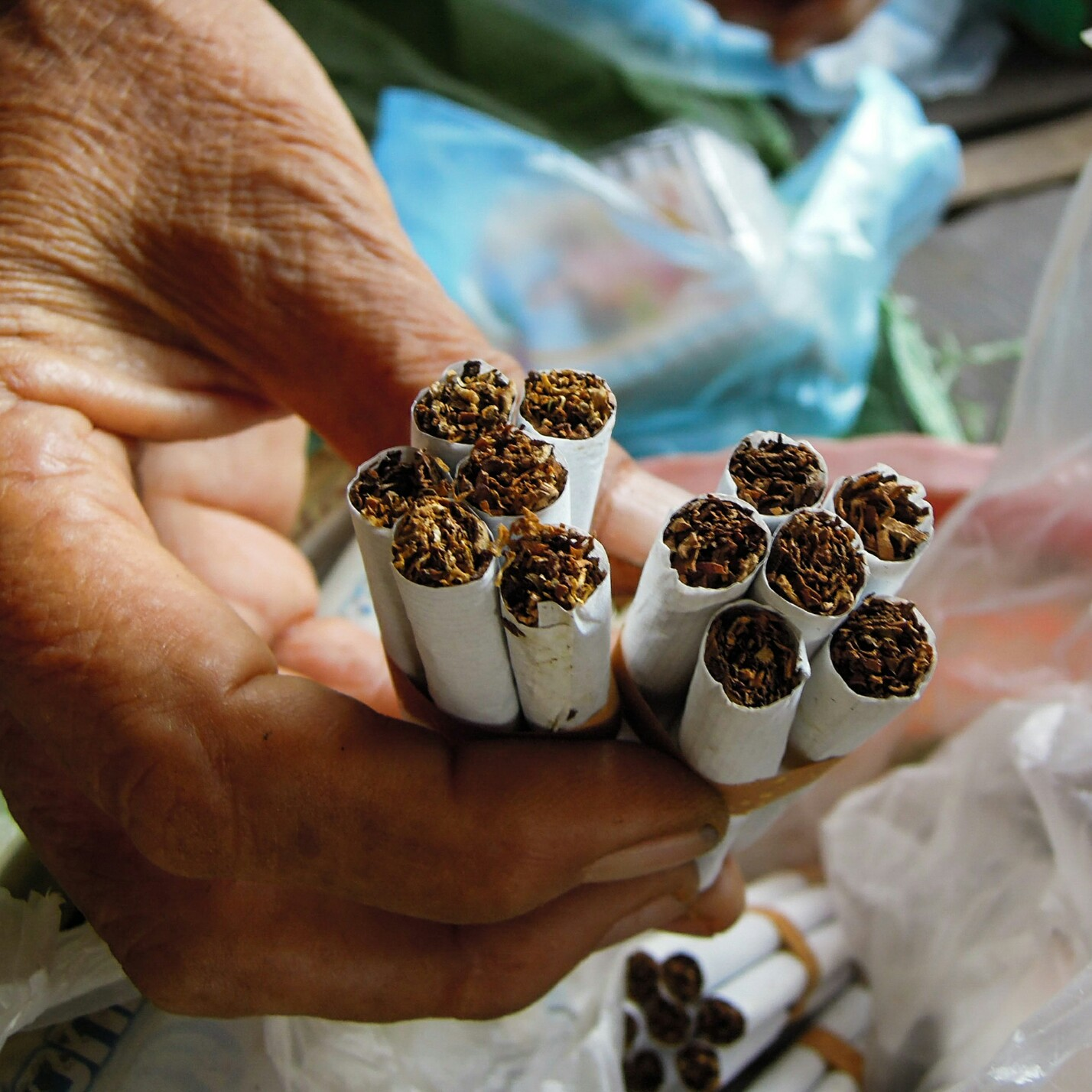 Handrolled cigarettes, zwei Sorten Zigaretten