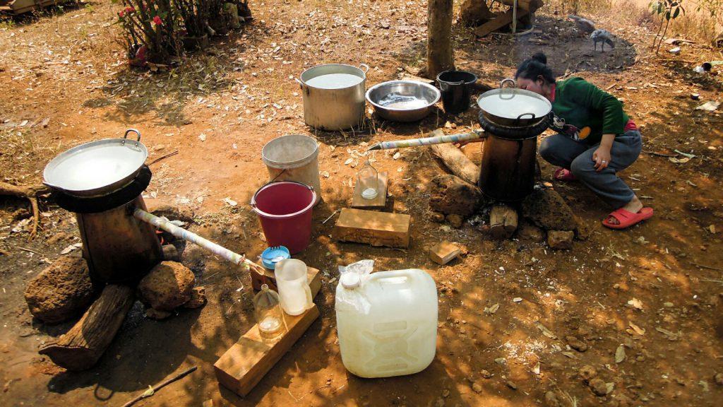 Lao khao Reisschnaps Reis-Whiskey Laos kulinarisch
