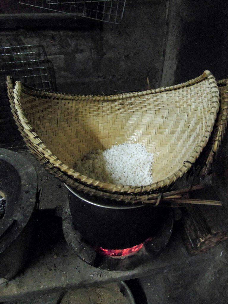 Klebreis sticky rice Reiskocher Laos kulinarisch