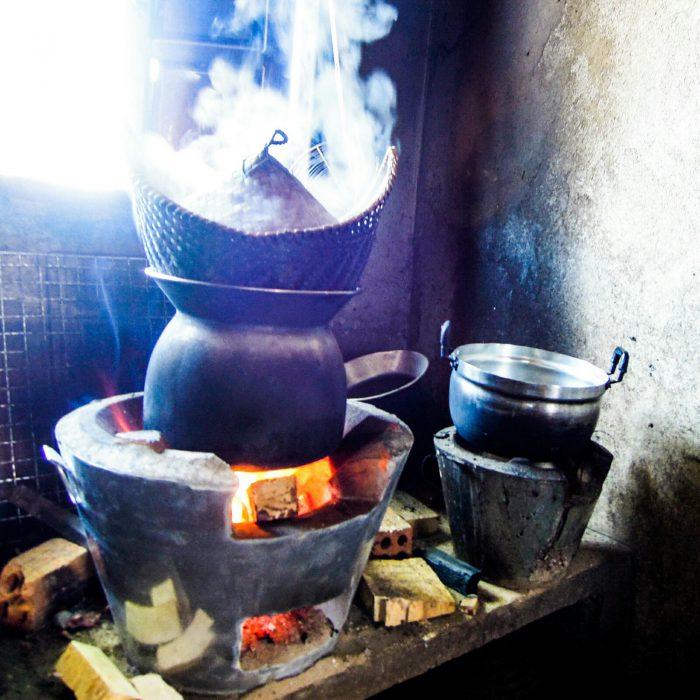 Reiskocher Klebreis sticky rice Laos kulinarisch