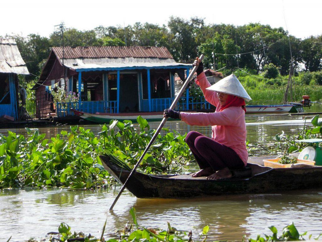 Tonle Sap Dame im Boot schwimmende Dörfer