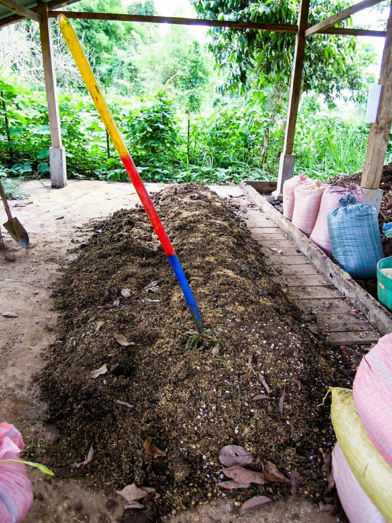 Rottemist Reisspelzen Komposthaufen Laos