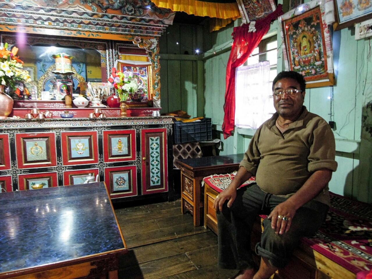 Dashi Sherpa im Wohnzimmer (c) Reinhard Gessl