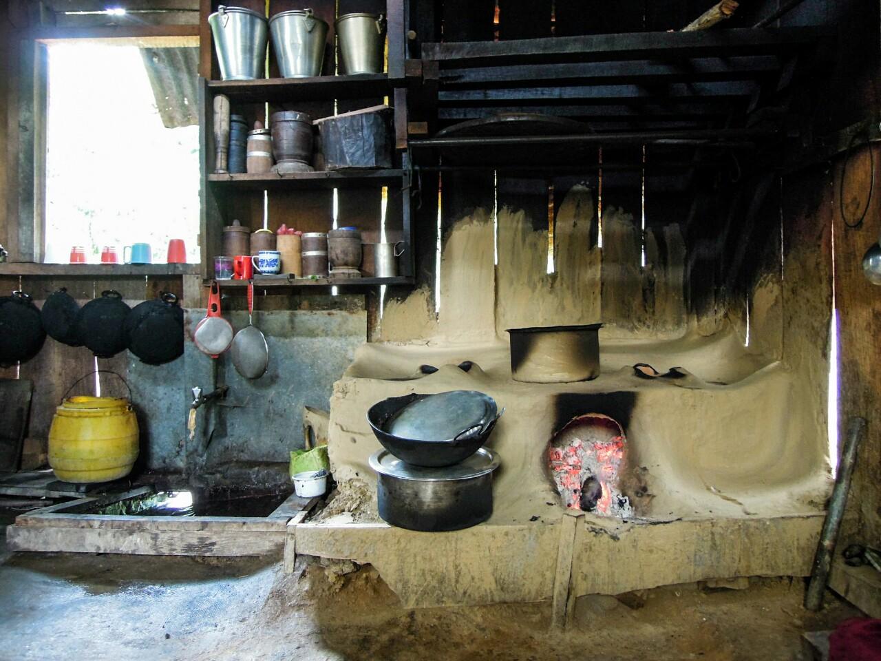 Küche von Frau Sonam Doma Bhutia (c) Reinhard Gessl