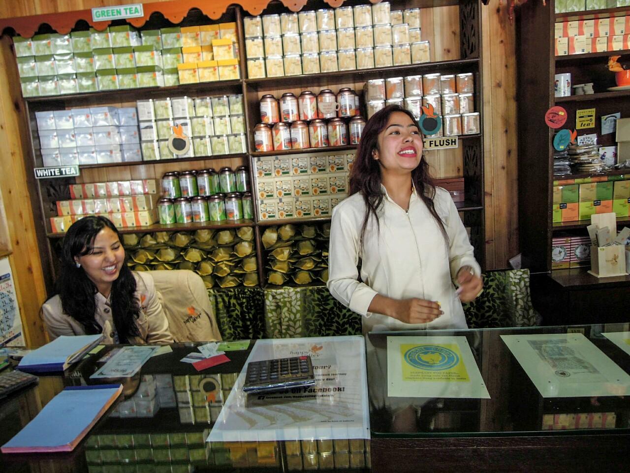 Happy Valley Tea Estate Teeladen biodynamisch (c) Reinhard Gessl organic17.org