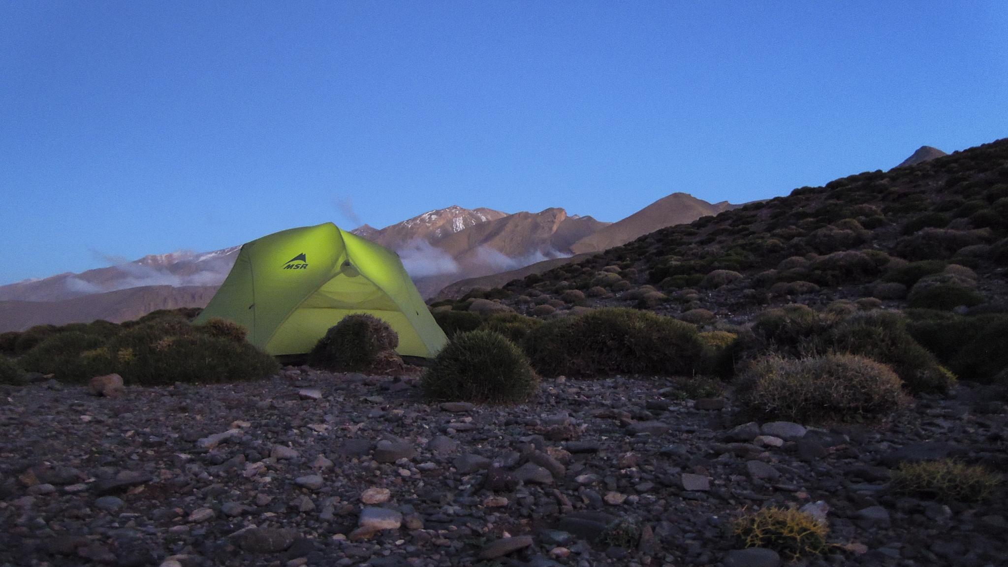 Mount M'Goun Hoher Atlas Marokko Trekking Zelt Blaue Stunde Forschungs-Sabbatical organic17