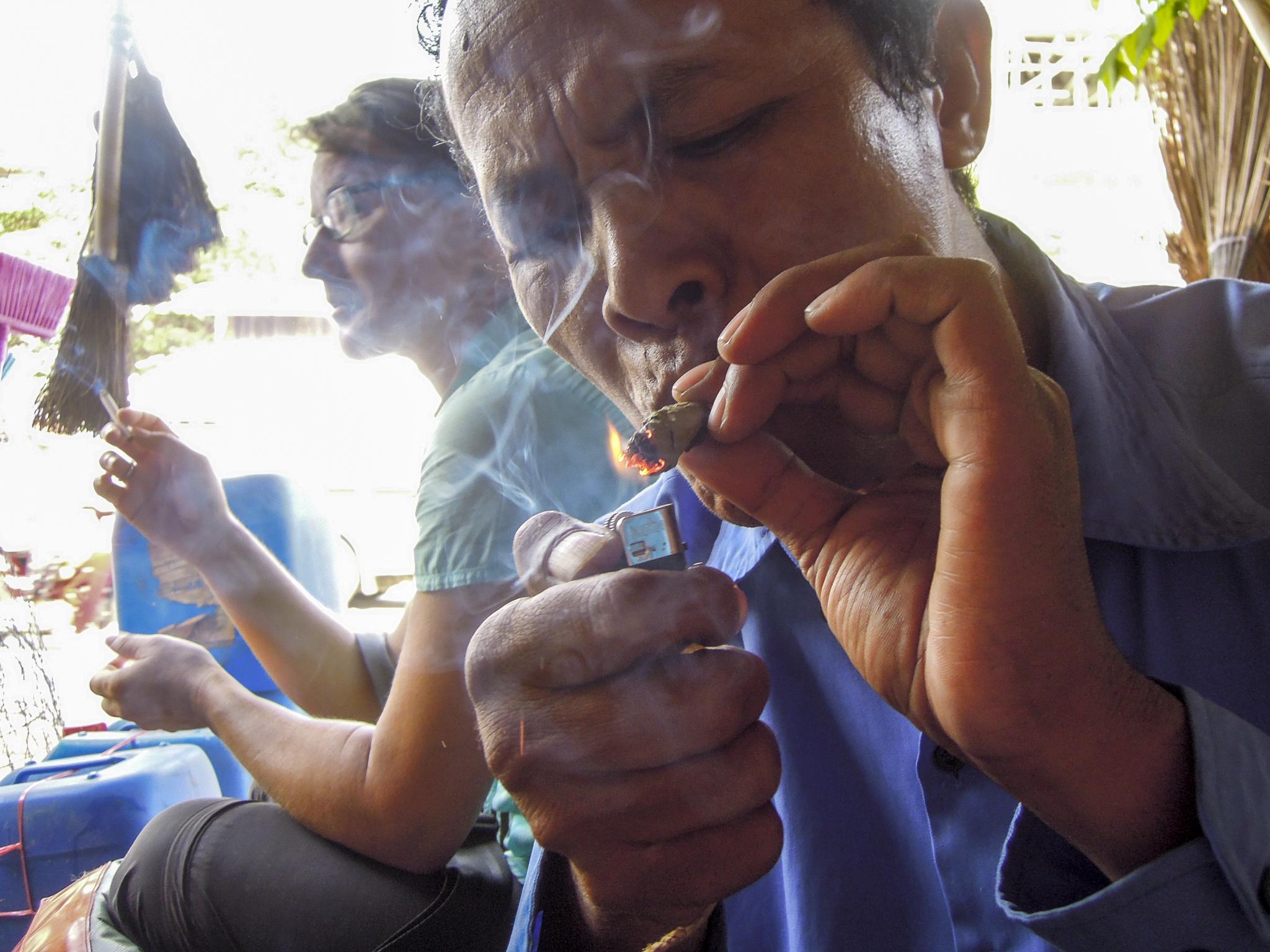 Kambodscha Battambang handmade rolling cigarettes Forschungs-Sabbatical organic17