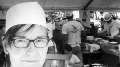 Sonja in der Küche vom Schrammelfest