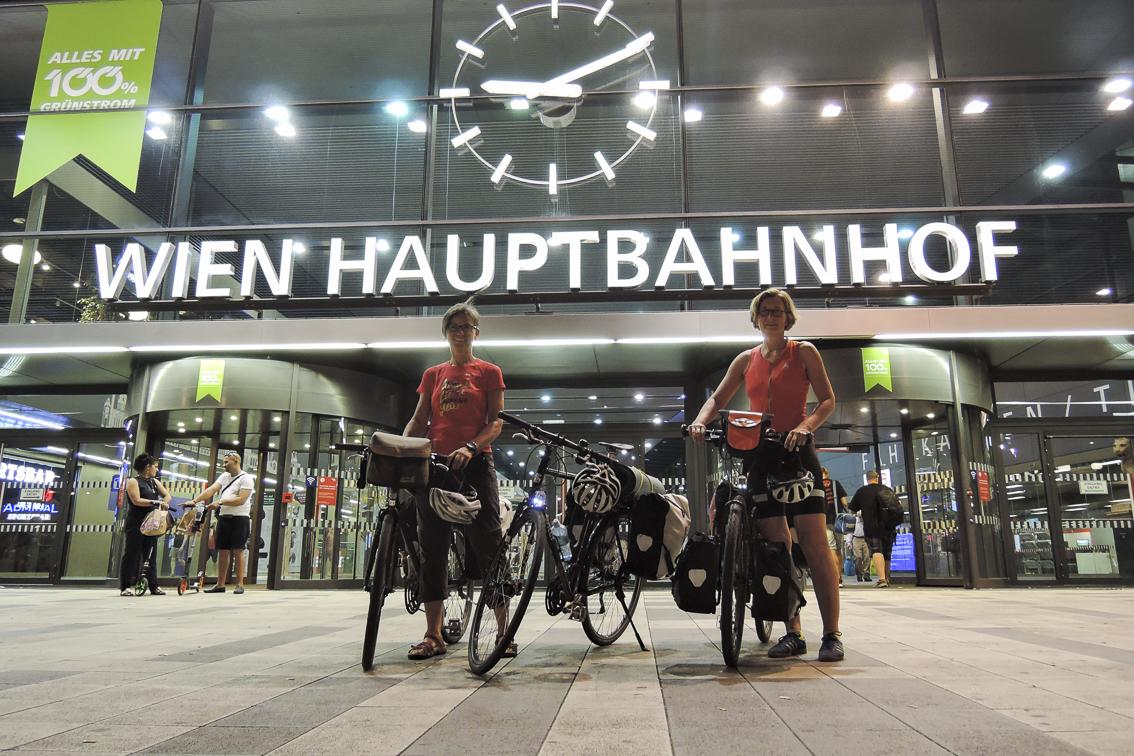 mit den Fahrrad durch Bio-Österreich südlich der Alpen Hauptbahnhof Wien